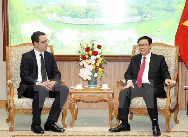 Vicepremier de Vietnam dialoga con dirigente de Zurich Airport hinh anh 1