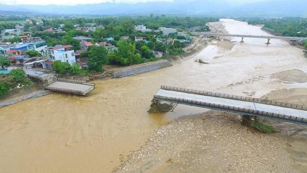 Dirigentes extranjeros muestran solidaridad con Vietnam ante consecuencias de inundaciones hinh anh 1