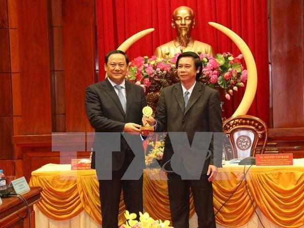 Vicepresidente de Laos visita provincia survietnamita de Tien Giang hinh anh 1