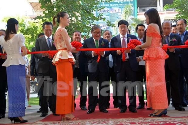 Camboya recibe radiotransmisores donados por Vietnam hinh anh 1