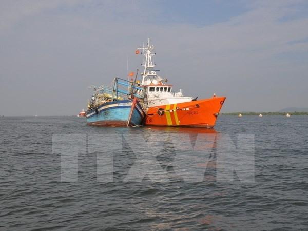 Rescatan a marineros vietnamitas accidentados en el mar hinh anh 1