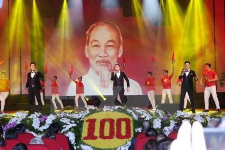 Celebran en Vietnam programa cultural en saludo al centenario de Revolucion de Octubre rusa hinh anh 1