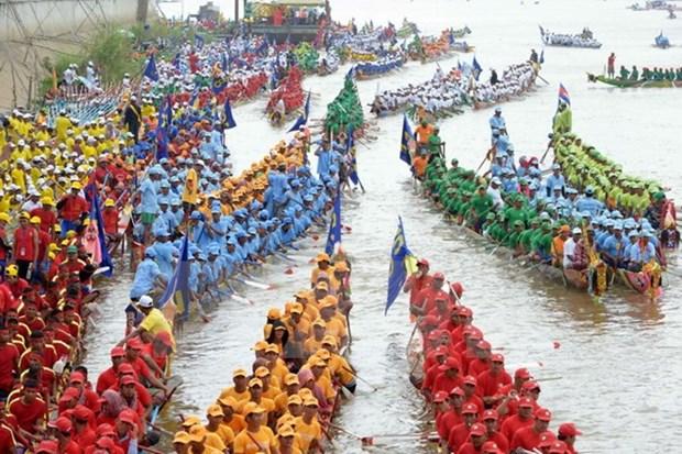 Camboya celebra festival tradicional de agua con regata hinh anh 1
