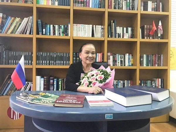 Condecorada profesora vietnamita con medalla de Estado de Rusia hinh anh 1