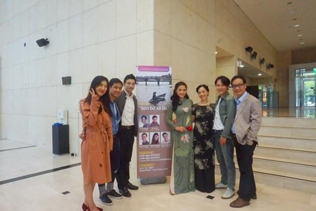 """Grupos teatrales de Vietnam y Sudcorea ponen en escena obra """"La costa lejana"""" hinh anh 1"""