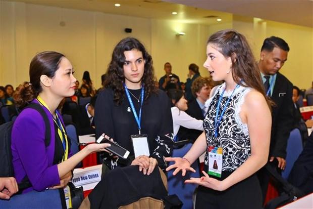 Debaten en Foro Voces del Futuro sobre contribuciones de jovenes al APEC hinh anh 1