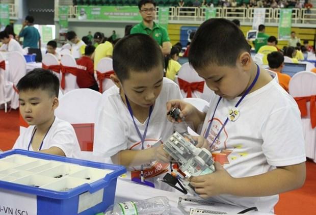 Estudiantes vietnamitas buscan mejorar conocimientos sobre asuntos ambientales hinh anh 1