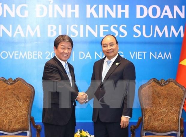 Premier vietnamita recibe a ministro japones de Revitalizacion Economica hinh anh 1