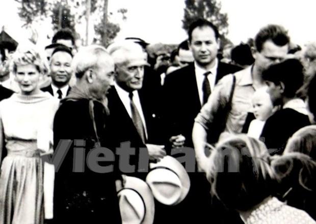 Destacan gran imagen del Presidente Ho Chi Minh en Rumania hinh anh 1