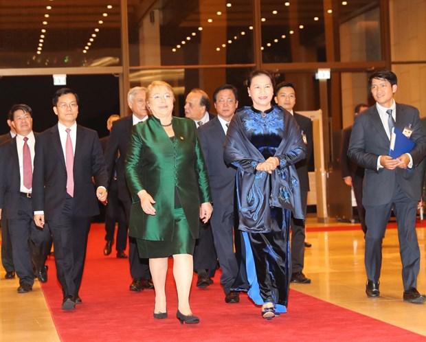 Michelle Bachelet parte hacia Da Nang para Semanda de alto nivel del APEC hinh anh 1