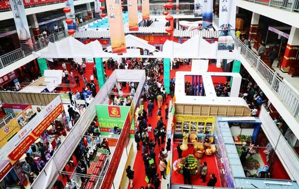 Nutrida participacion en Feria comercial internacional Vietnam – China hinh anh 1