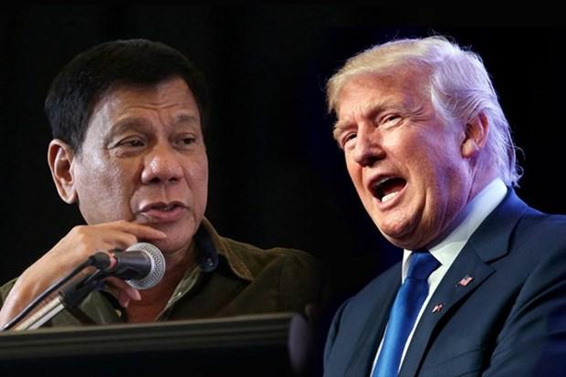 Donald Trump y Rodrigo Duterte se reunen por primera vez en Vietnam hinh anh 1