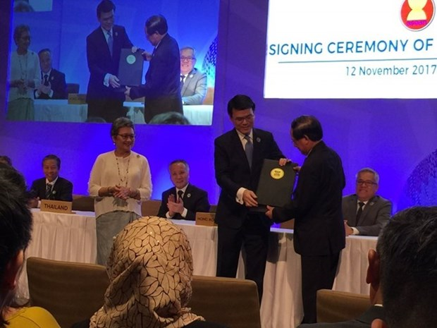 ASEAN y Hong Kong (China) firman acuerdos de comercio e inversion hinh anh 1