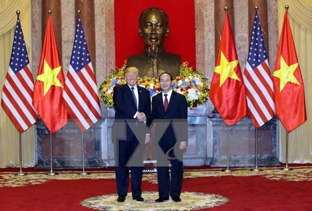 Presidente vietnamita sostiene conversaciones con su homologo estadounidense, Donald Trump hinh anh 1