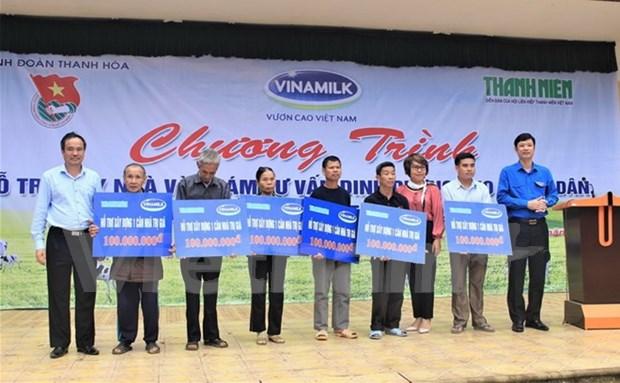 Vinamilk realiza donaciones a pobladores afectados por inundaciones hinh anh 1