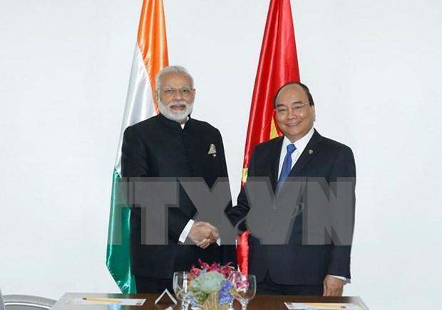 Premier vietnamita se reune con su par indio durante Cumbre de ASEAN en Filipinas hinh anh 1