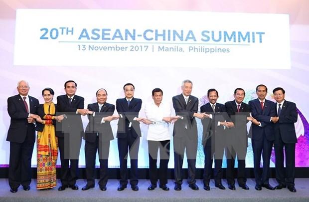 Premier vietnamita asiste a reuniones entre ASEAN y sus contrapartes hinh anh 1