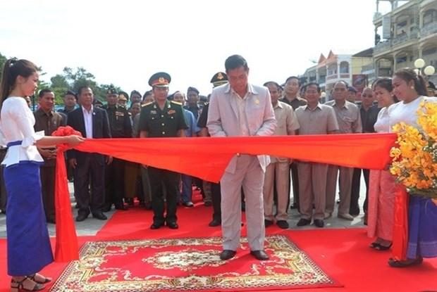 Inauguran monumento de Amistad Vietnam-Camboya en Steung Treng hinh anh 1