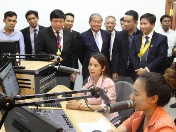 Vietnam ayuda a Camboya en ampliacion de cobertura de radio y television hinh anh 1