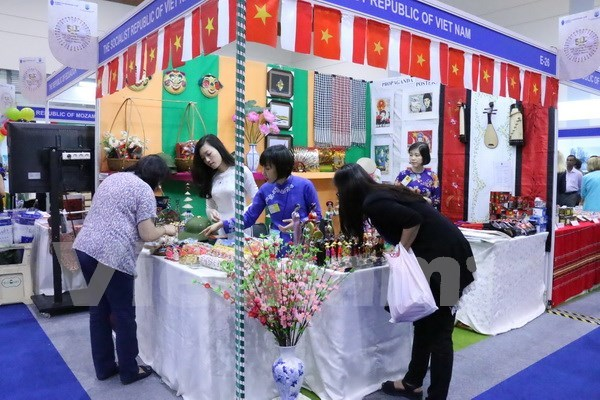 Participa Vietnam en feria caritativa internacional en Yakarta hinh anh 1