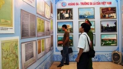 Exponen en Phu Tho documentos historicos sobre Hoang Sa y Truong Sa de Vietnam hinh anh 1