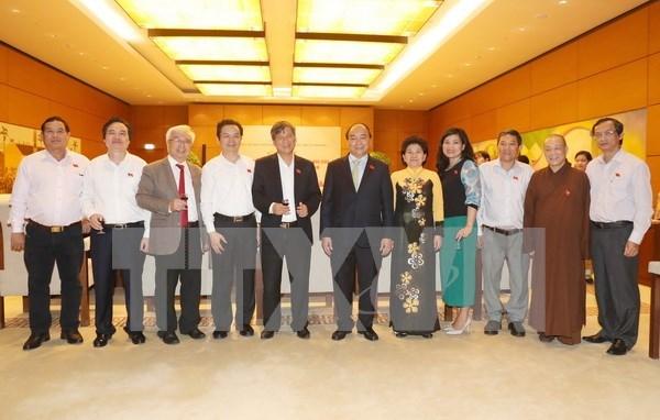 Dirigentes vietnamitas resaltan aportes de maestros al desarrollo nacional hinh anh 1