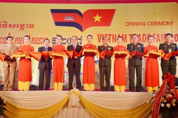 Inauguran feria comercial vietnamita en Camboya hinh anh 1