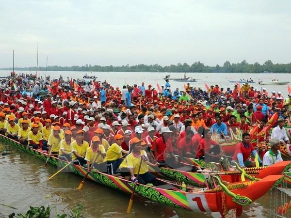 Celebran regata de comunidad Khmer en Vietnam hinh anh 1
