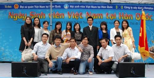 Celebran Dia de estudiantes vietnamitas en Sudcorea hinh anh 1