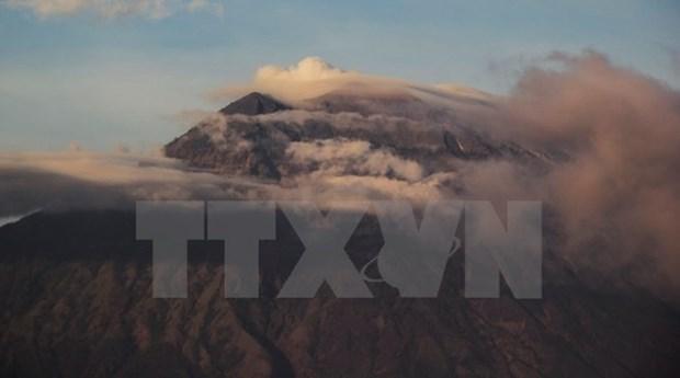 Indonesia evacua a miles de personas por riesgos de erupcion volcanica hinh anh 1