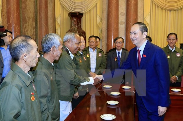 Presidente Dai Quang recibe a laosianos con contribuciones a revolucion vietnamita hinh anh 1