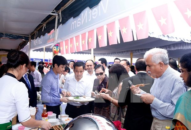 Productos vietnamitas acaparan especial atencion del publico en Food Expo en Kiev hinh anh 1