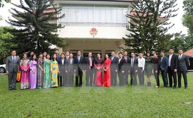 Presidenta de Parlamento de Vietnam se reune con comunidad coterranea en Singapur hinh anh 1
