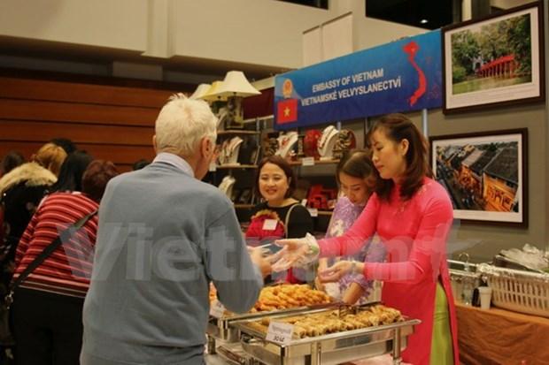 Vietnam contribuye a garantizar exito de Navidena Feria Internacional 2017 en Praga hinh anh 1