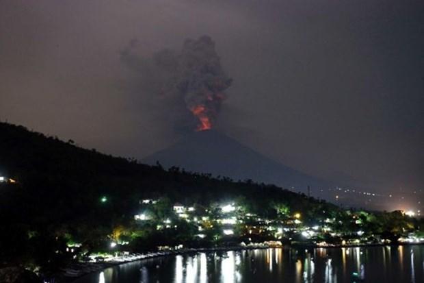Turistas vietnamitas atrapados en Bali por erupcion volcanica hinh anh 1