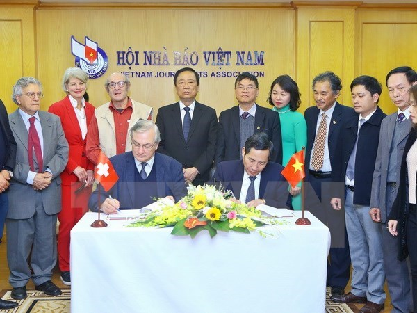 Vicepremier vietnamita recibe a representantes de Asociacion de la Prensa Extranjera hinh anh 1
