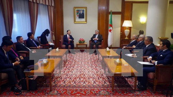 Argelia aspira a adquirir experiencias de Vietnam en integracion internacional hinh anh 1