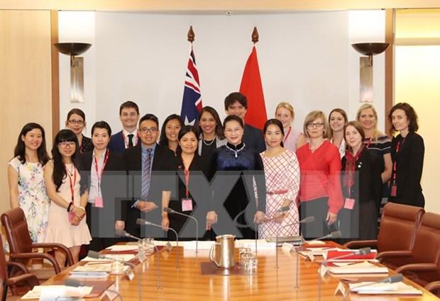 Presidenta del parlamento vietnamita destaca papel de estudiantes australianas al desarrollo de relacion bilateral hinh anh 1