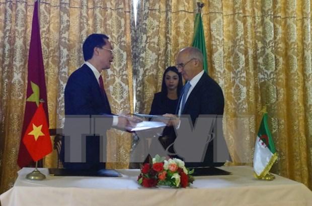 Vietnam y Argelia abogan por nuevo mecanismo para elevar eficiencia de cooperacion hinh anh 1
