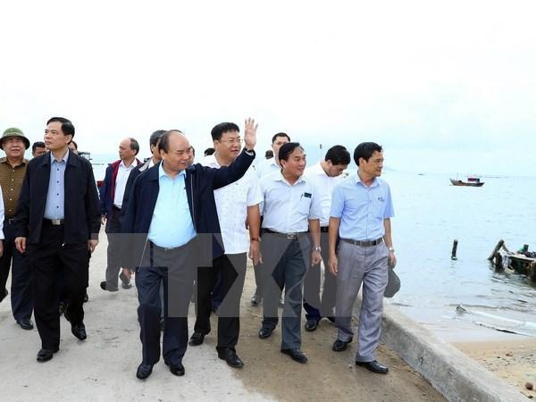 Premier vietnamita aprueba asistencia millonaria a provincias afectadsss por tifon Damrey hinh anh 1