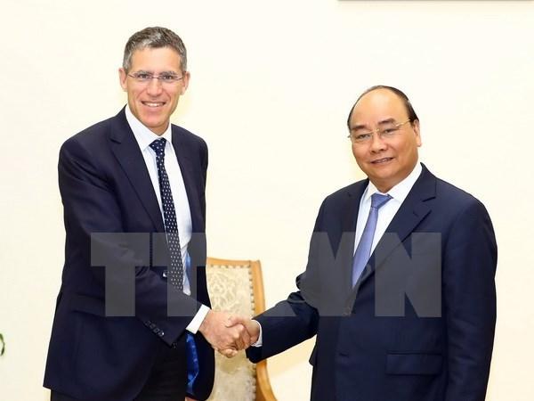 Premier Xuan Phuc insta a grupo frances a expandir inversion en Vietnam hinh anh 1