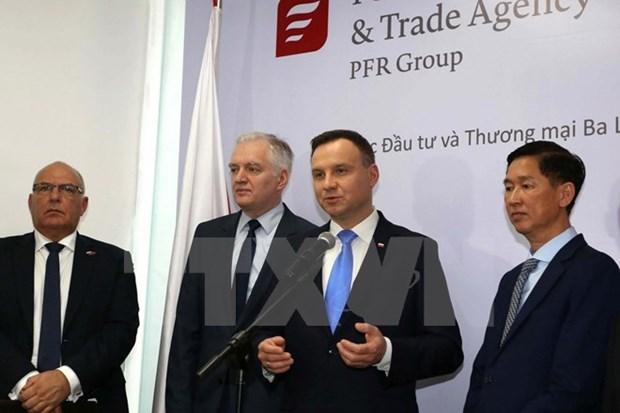 Presidente polaco concluye visita a Vietnam hinh anh 1