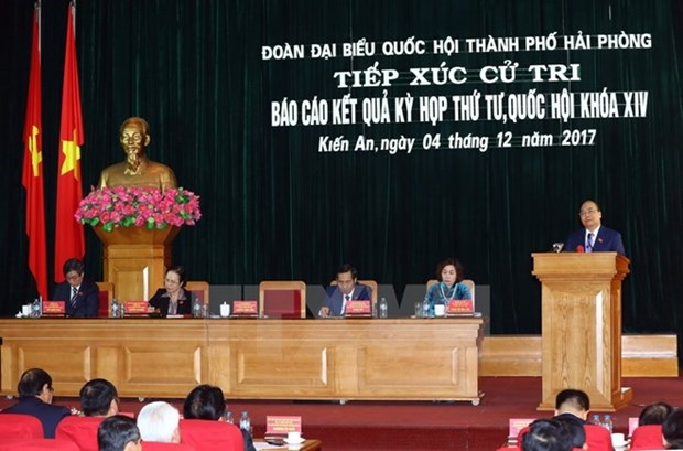 Premier de Vietnam dialoga con votantes de Hai Phong hinh anh 1