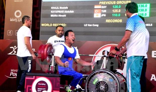 Pesista vietnamita establece nuevo record mundial en campeonato para minusvalidos en Mexico hinh anh 1