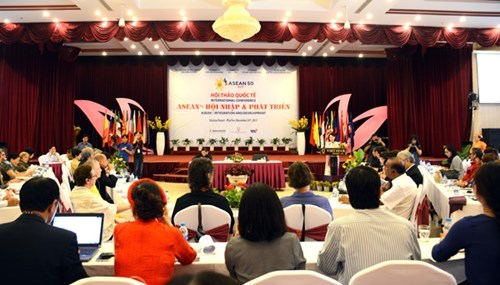 Estudiantes regionales impulsan acciones por una comunidad ASEAN prospera hinh anh 1