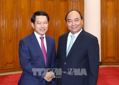 Premier Xuan Phuc: Vietnam da maxima prioridad a relacion con Laos hinh anh 1