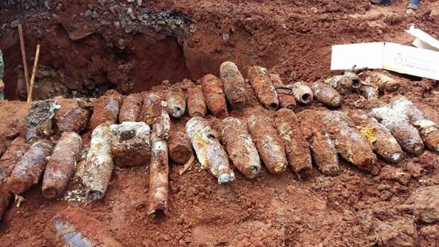 Entregan en Vietnam regalos a victimas de explosivos remanentes de guerra hinh anh 1
