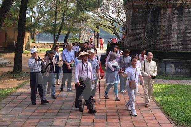 Vietnam recibe a 11 millones 600 mil turistas extranjeros en 11 meses hinh anh 1