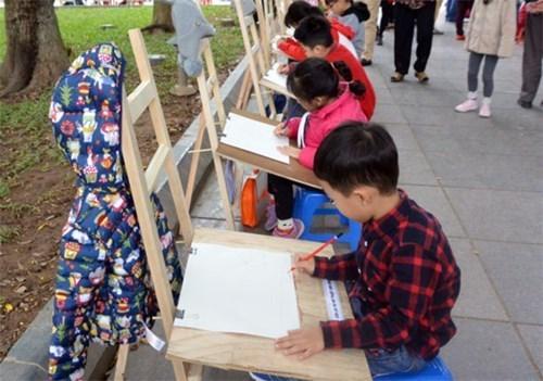 Entregan en Hanoi premios del concurso de dibujo infantil sobre la paz hinh anh 1