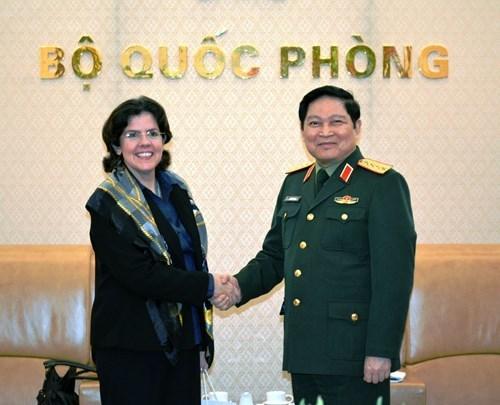 Cooperacion en defensa: pilar importante de los vinculos Vietnam- Cuba hinh anh 1